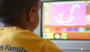 Niño adicción ordenador